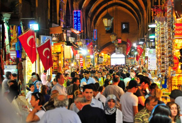 Istanbul-Grand-Bazaar-crowd-Krist-636-431
